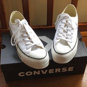 Converse 7.5 platform white comes with original